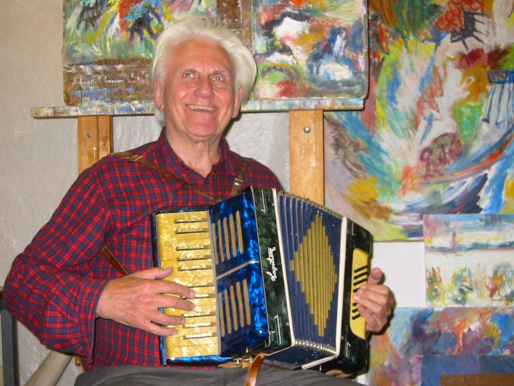 Allan på ego harmonika i Folkets Hus - 04-04-2013